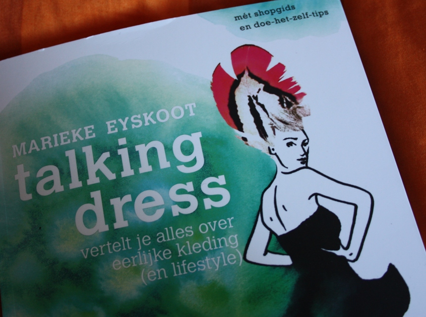 Talking Dress boek close-up