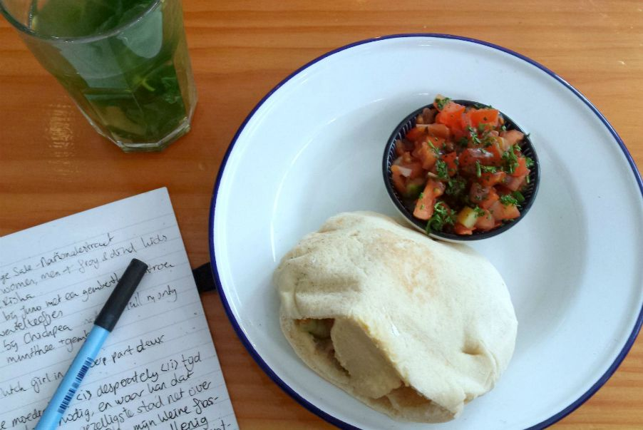 pita falafal - chickpea - green city guide antwerpen - green and the cities