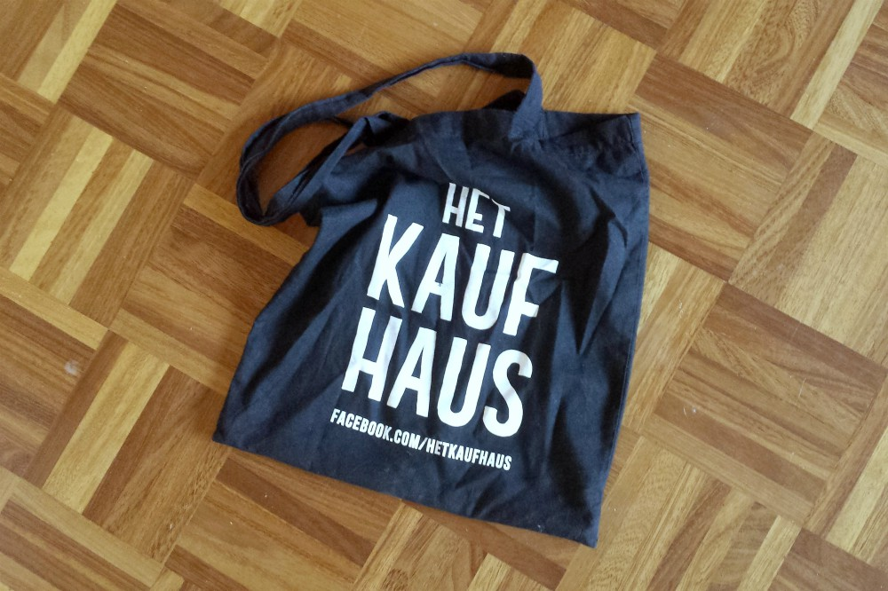 kaufhaus canvas tas - what's in my bag - denise roobol cruise bag - vegan handtas - greenandthecities.nl