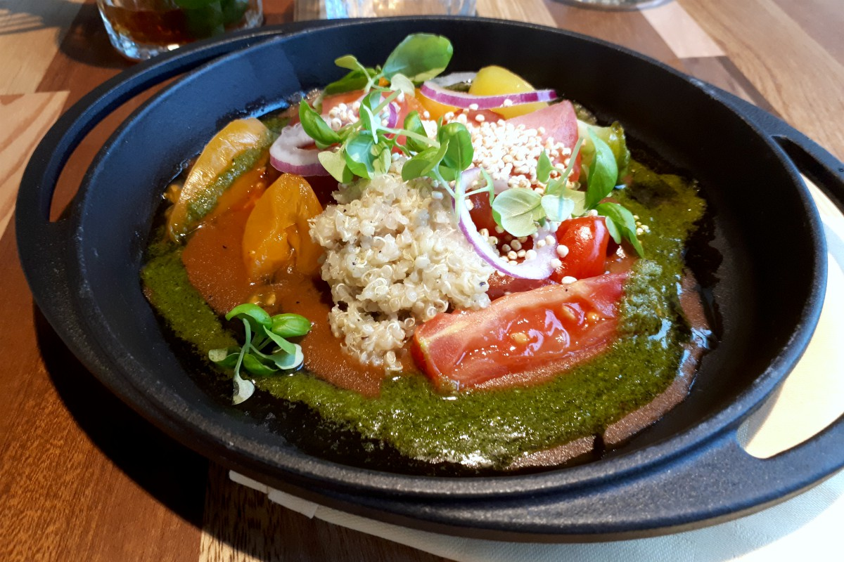 the green house - circulair restaurant utrecht - gegrilde groente met quinoa en pesto - green and the cities